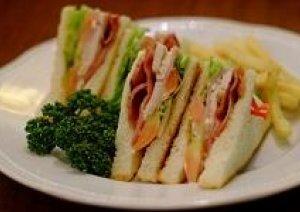 今日3月13日は【サンドイッチデー】